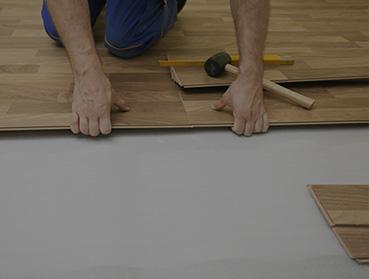 Instalação de piso laminado sobre contrapiso