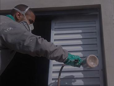Pintura de portas e janelas de ferro